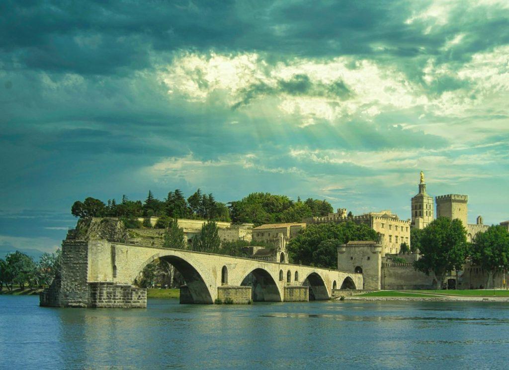Avignon choses a voir